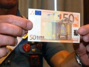 banconote-false-300x225