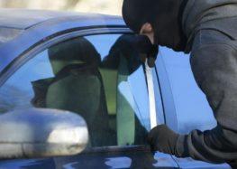 Stavano rubando un'auto, arrestati