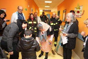befana vigili del fuoco regali in ospedale Moscati