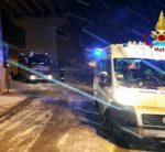 La neve blocca la corsa in ospedale. Salvati dai Vigili del fuoco