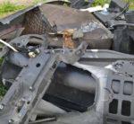 Forino, i carabinieri gli sequestrano l'auto e lui la fa a pezzi