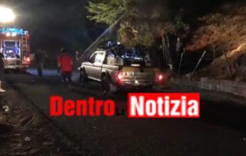 Solofra. Il fuoco a ridosso delle case alla frazione Sant'Andrea. Vigili del fuoco, volontari, carabinieri e polizia municipale sul posto