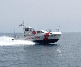 Imbarcazione in avaria a largo di Salerno con 5 persone a bordo soccorsi dalla Guardia Costiera