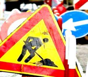 Rubano segnali stradali, denunciati tre operai