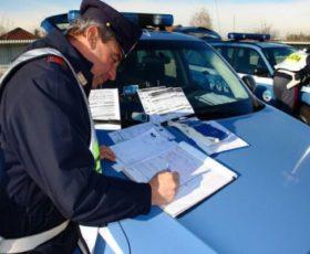 Lotta all'uso del telefono alla guida, la polizia stradale ferma 9o veicoli sulla Salerno- Eboli