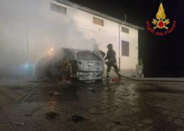 Solofra. A fuoco nella notte auto in via XII apostoli