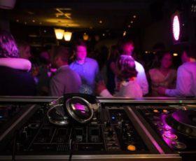 Cava de' Tirreni: investe con l'auto suoi coetanei all'uscita di una discoteca. Arrestato un giovane di Pagani per tentato omicidio
