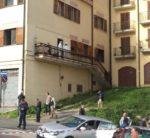 Avellino – Omicidio a sfondo passionale: uomo accoltella ex compagna e uccide l'amante, infine si lancia dal balcone