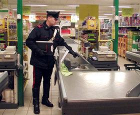 Angri: rapinatore solitario semina il panico in un supermercato