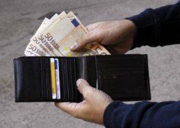 Serino. Va in farmacia e perde il borsellino con 1.200 euro. Recuperato e restituito alla 60enne dai carabinieri