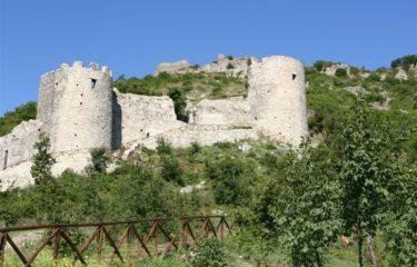 Mercato San Severino. Atti di vandalismo al Castello Medievale: parte la condanna da parte del sindaco Somma per gli autori del gesto