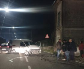Montoro. Violento incidente tra auto e furgone, in due in ospedale
