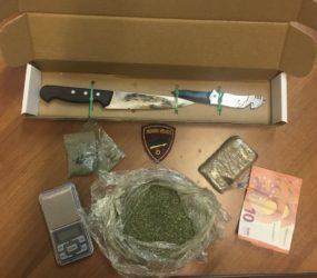 SALERNO: Polizia di Stato – Sorpresa con droga e coltello nella borsetta, 45enne incensurata arrestata