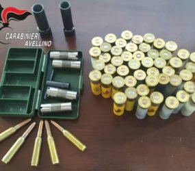 Gli trovano munizioni e parti di armi, 60enne nei guai