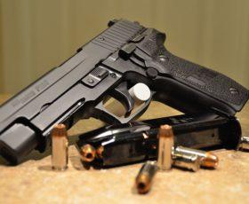 Nasconde pistola, arrestato rumeno