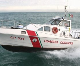 Brutta disavventura per un surfista salernitano, salvato dalla Guardia Costiera