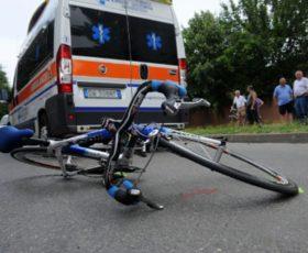Forino, ciclista investito da un'auto che non si ferma allo stop. 59enne finisce in ospedale in codice rosso