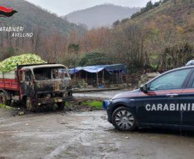 A fuoco un camioncino di un pastore, indagini in corso