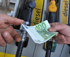Rincari record carburanti, dal maggio 2001  quasi il 67% in più
